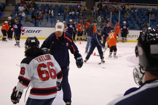 Islanders Alumni, Bob Nystrom helps a player with drills