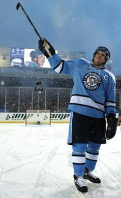 Sidney Crosby salutes the crowd at the 2008 NHL Winter Classic